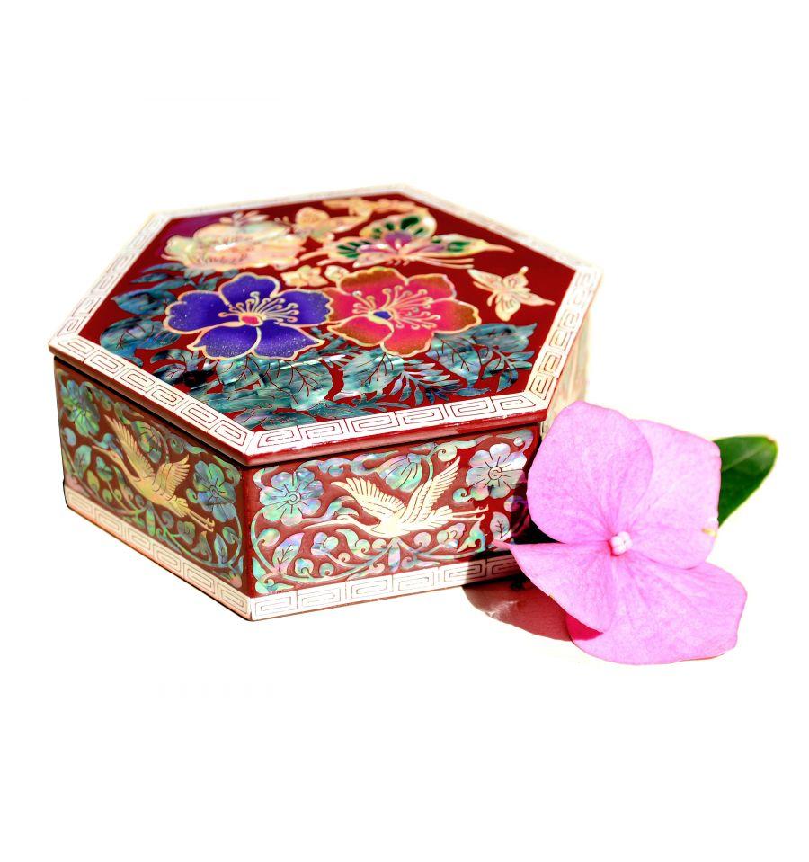 boite-a-bijoux-hexagonale-fleurs-de-camelia-sandawha-rouge