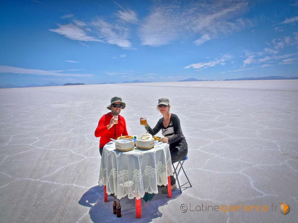 Apéritif ds le Salar d Uyuni - Bolivie