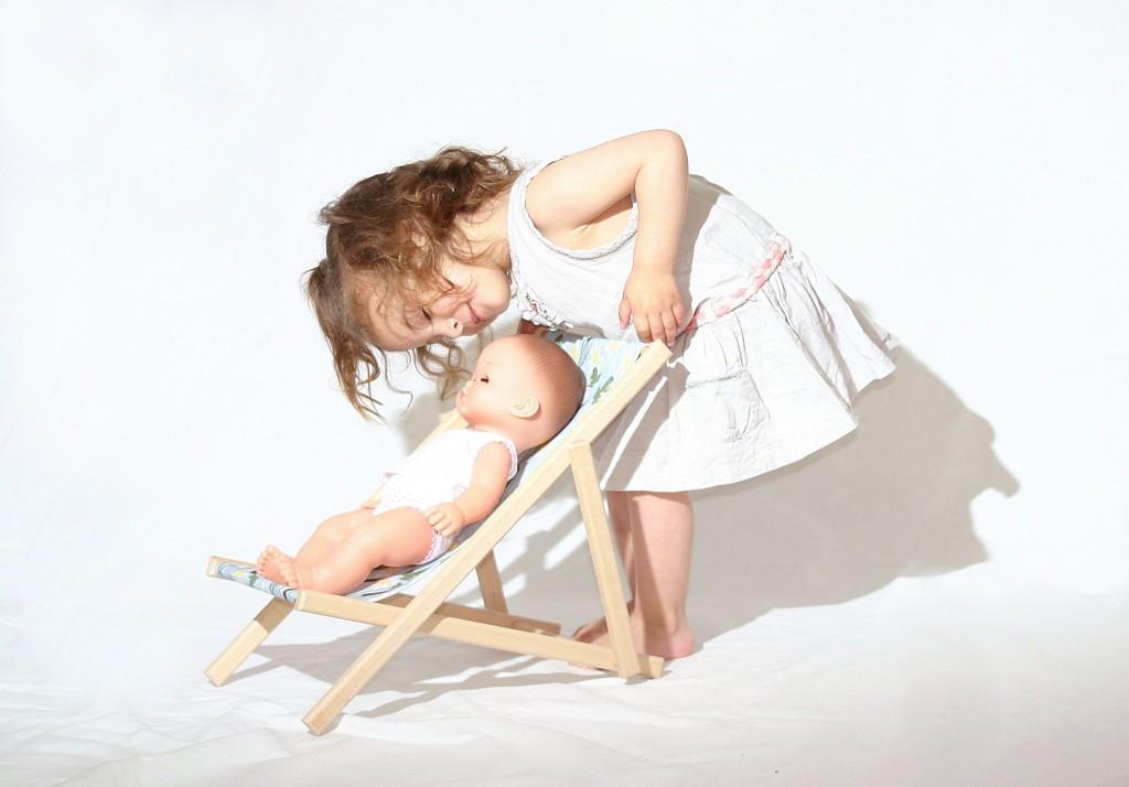petite fille + poupee