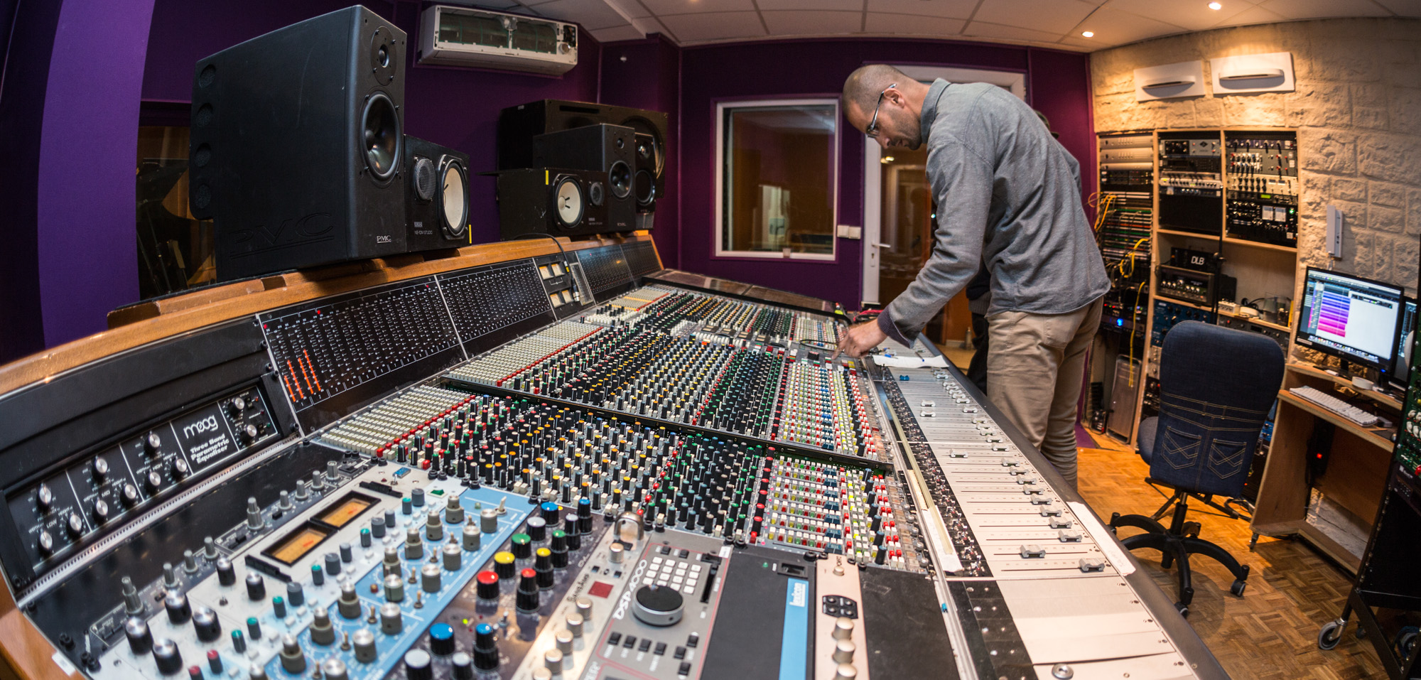 Pas d album musique qui sonne bien sans mastering relations publiques pro - Table de mixage professionnel ...