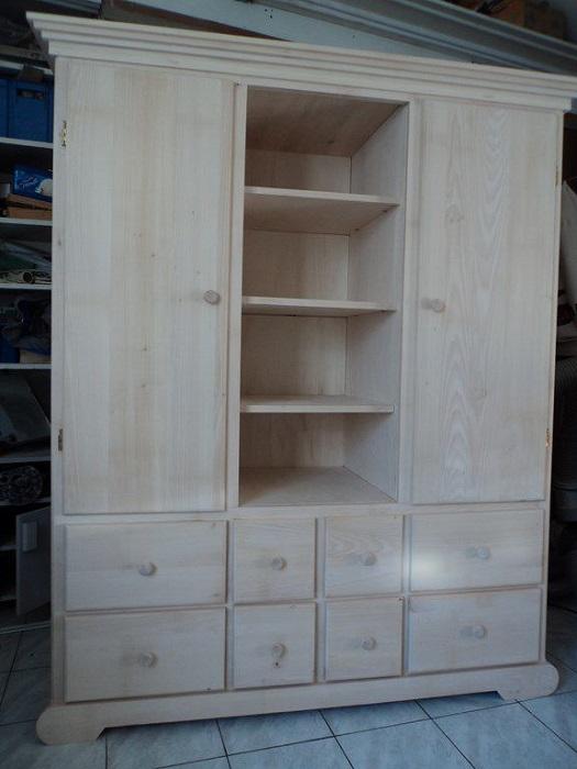 armoire en tilleul brut couleurs bois