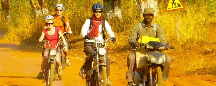 planet-ride-voyage-burkina-faso-mobylette-char-groupe-piste
