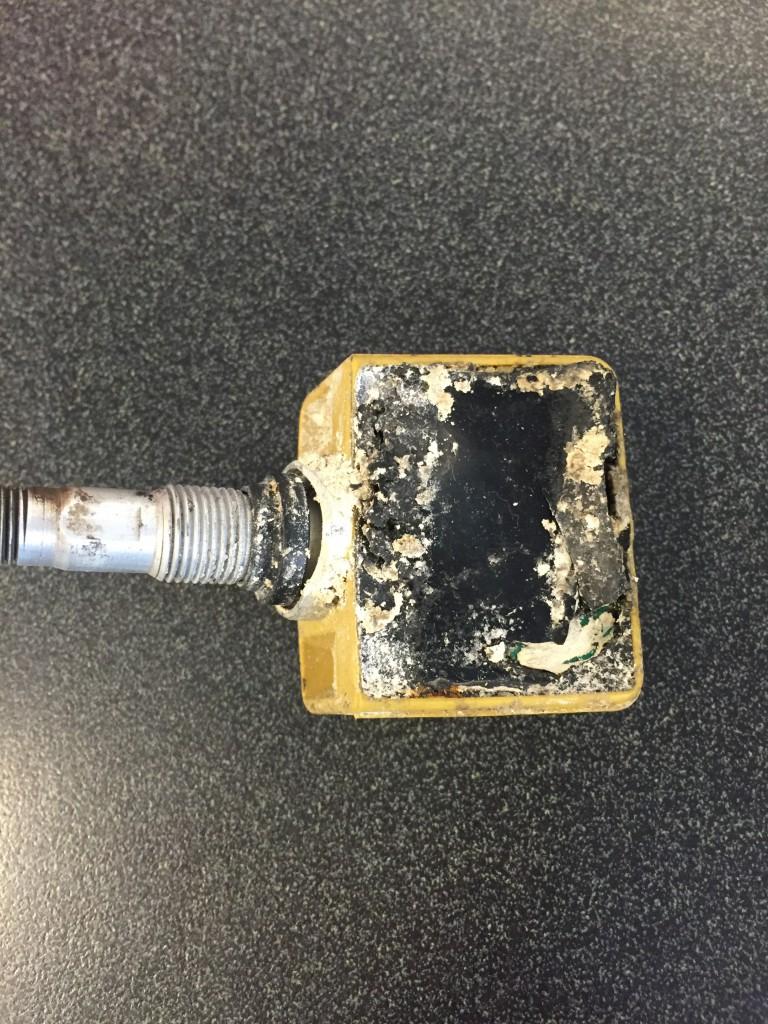 Un sensor abîmé par un système anti-crevaison aux Etats-Unis.