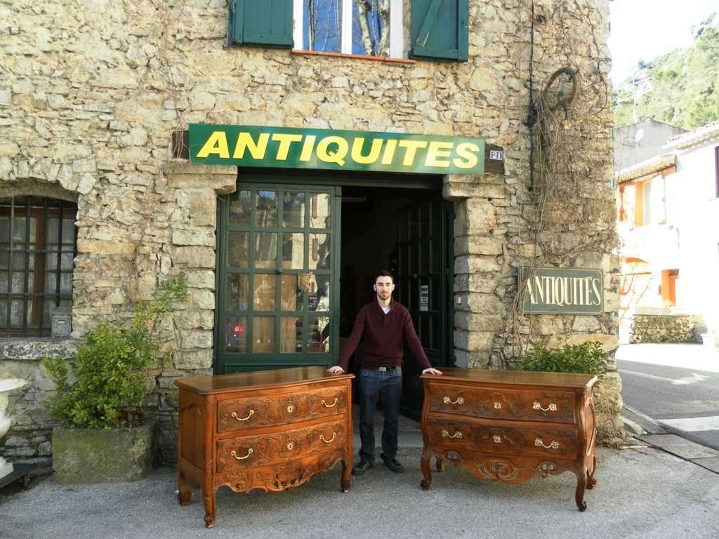 m ounes antiquit s acheter le plus beau du mobilier ancien en ligne relations publiques pro. Black Bedroom Furniture Sets. Home Design Ideas