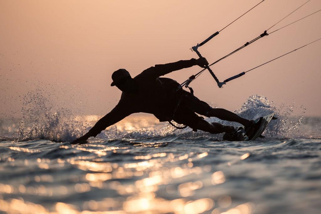 36967005 - kitesurfing