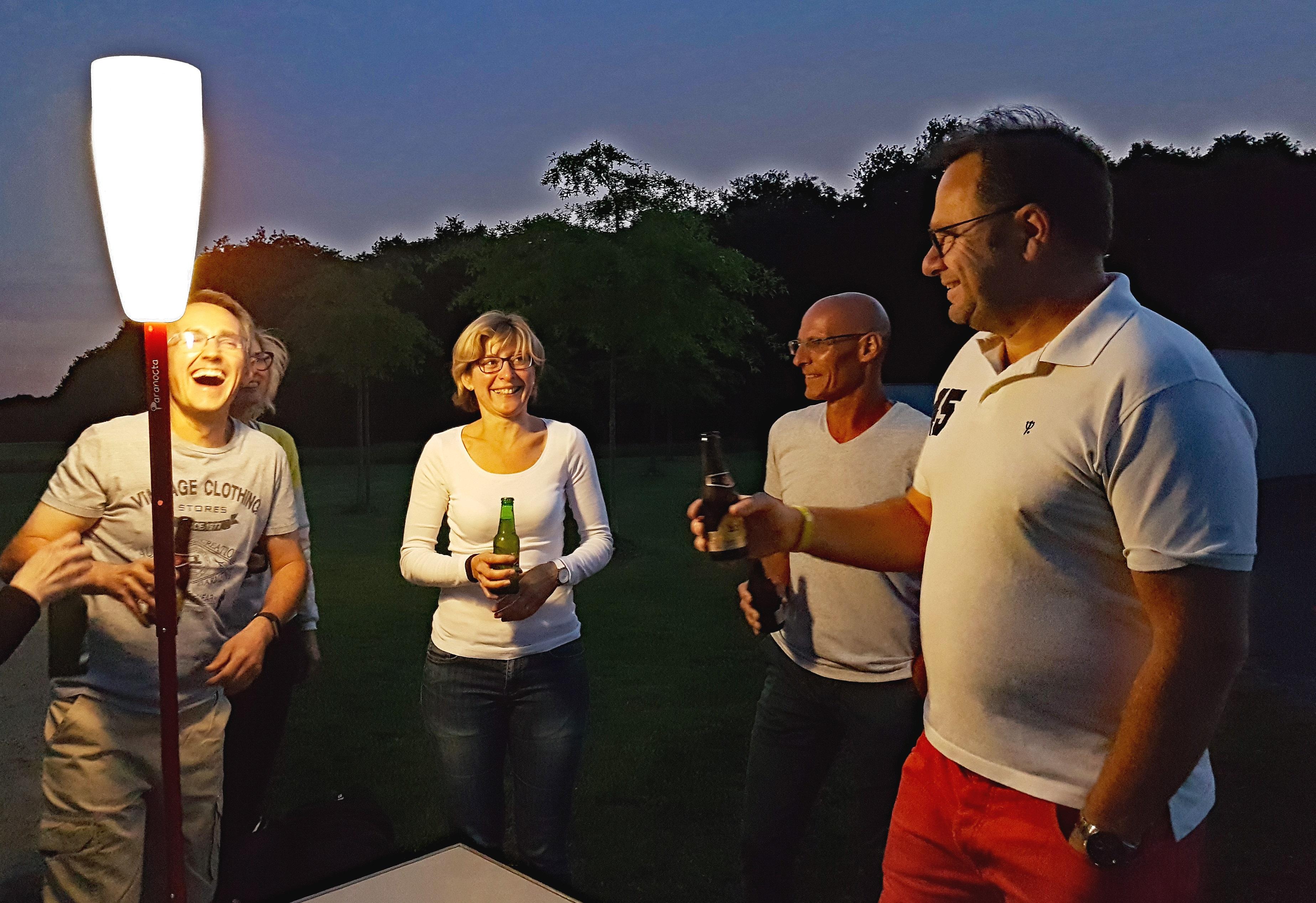 4 Partager de bons moments - eclairage extérieur sans fil rechargeable Paranocta