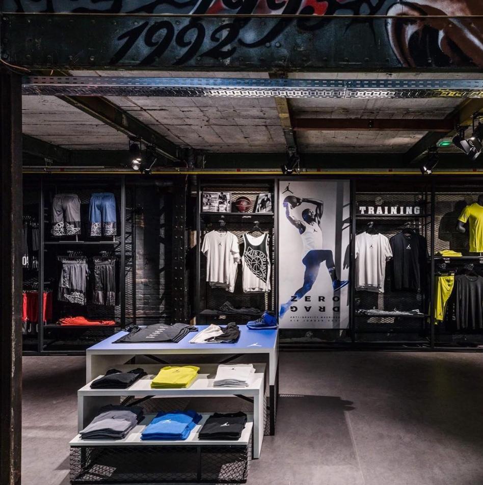 636566207a3 ... ouvre un second magasin à Lille   avec sa surface de 950 mètres carrés  et son terrain de street-basket