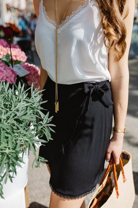 La jupe Prélude noire   la mini-jupe portefeuille avec sa ceinture à nouer ee5a659ff7d