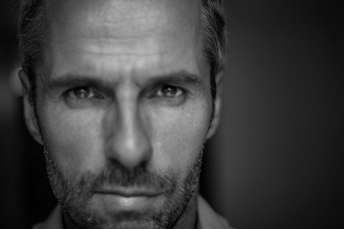 Keats-Photo-(corporate)-Esquire-Noir-&-blanc-