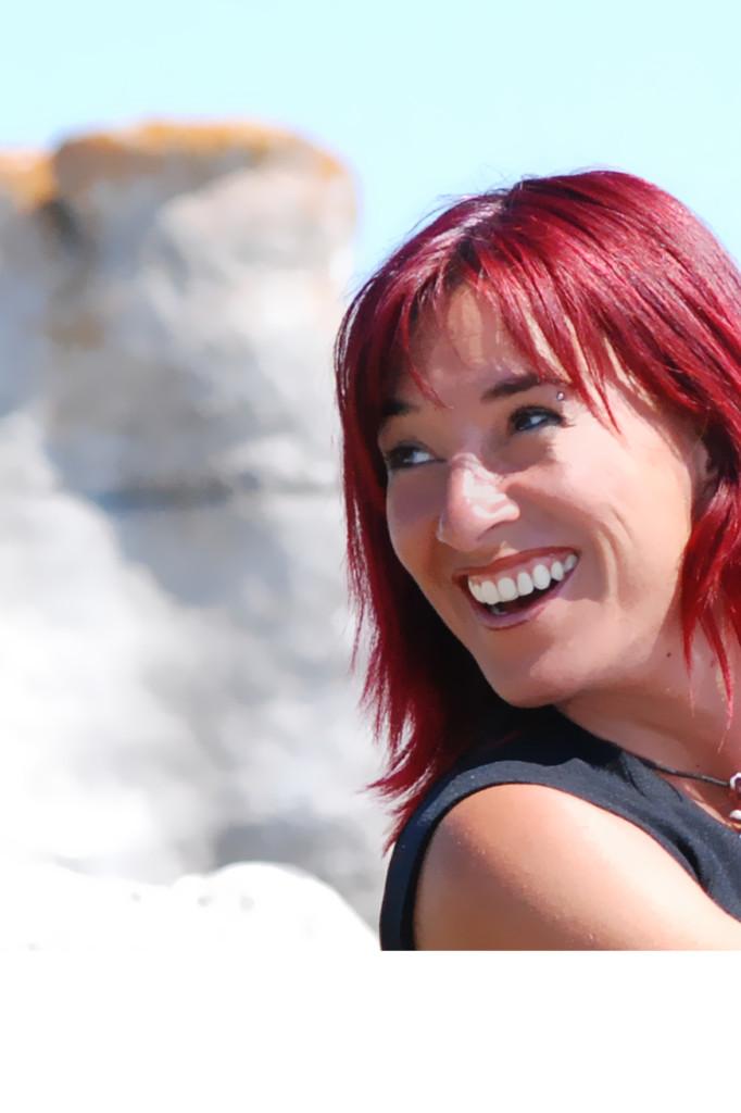 CAROLYNE JOMPHE gros plan visage sourire - copie