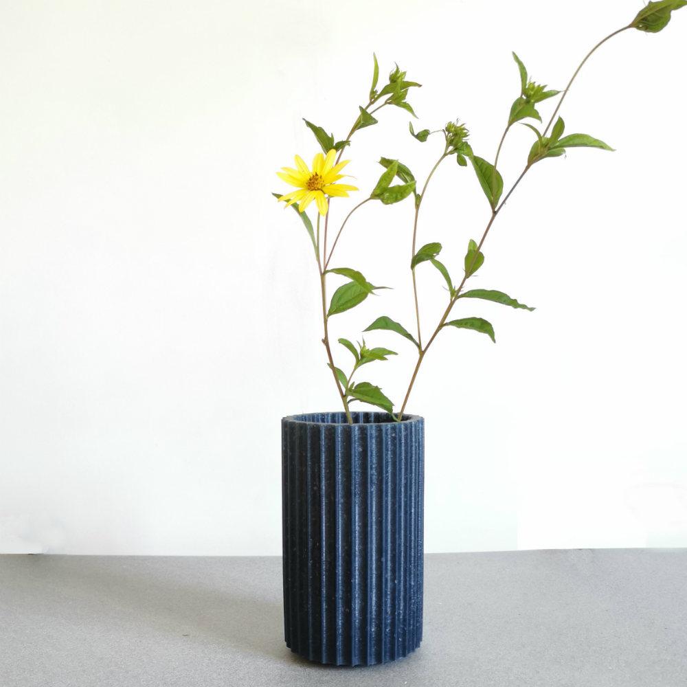 vase-design-bleu-verre-recycle