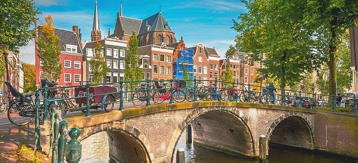 amsterdam_netherlands_leboat_glg