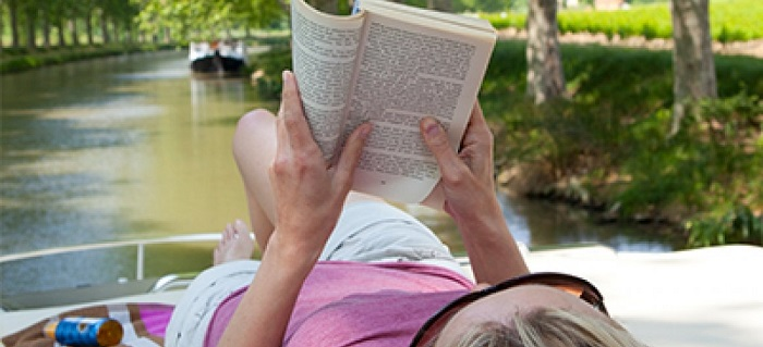 reading_on_the_river_400_x_215