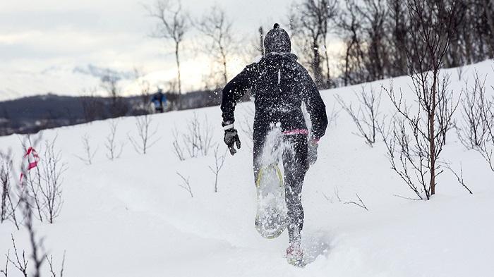 Sejour-CrossFit-en-Chartreuse-raquettes-dans-la-neige