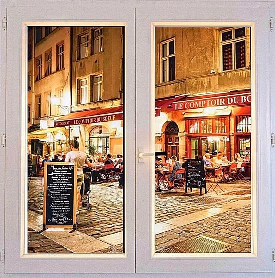 Fenêtre trompe l'œil installée dans un restaurant de Montpellier.