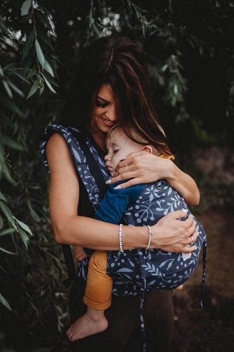 porte-bebe-naissance-limas-flex-flora-midnight-blue_1_1024x1024