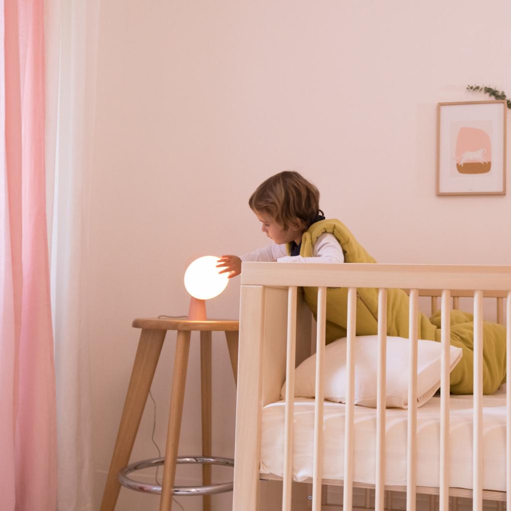 Charlotte-et-lampe
